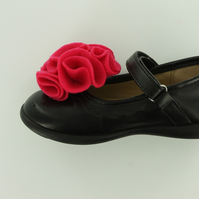 Pom Pom Felt Flower Shoe Clips Tutorial pic14